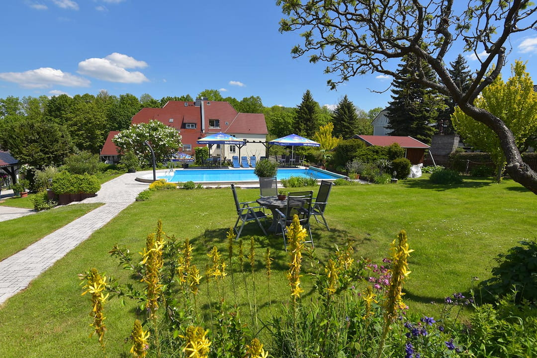 Hotel garni Möller, Bad Sulza, Garten mit Pool